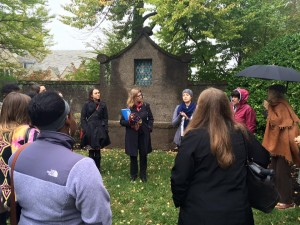 Grace Pusey '15 leads a tour for Bryn Mawr alumnae (October 2015). Photograph by Monica Mercado.